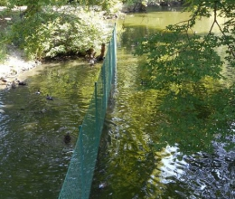 cloture-simple-torsion-verte-dans-eau